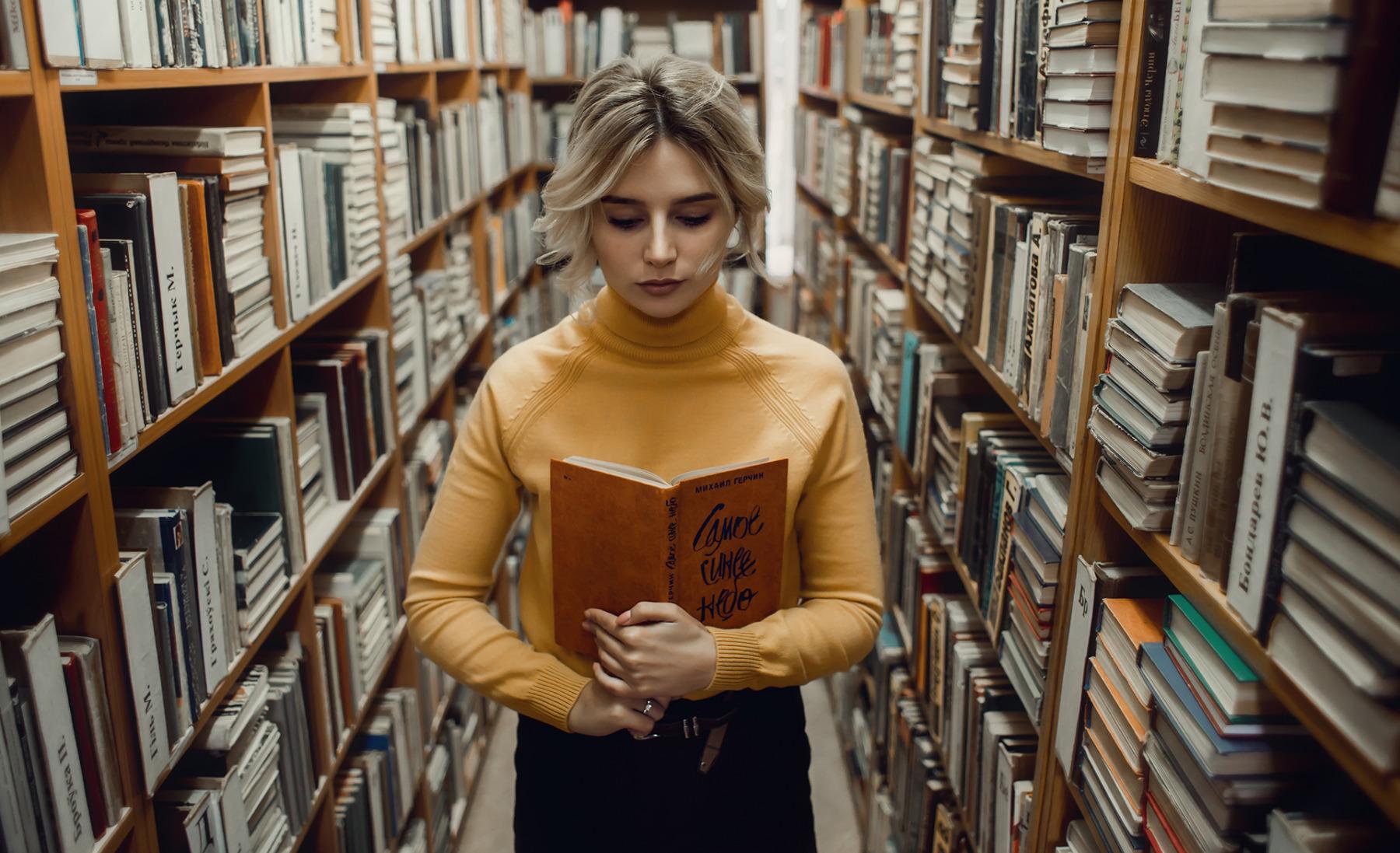 Съем девушки в библиотеке #14