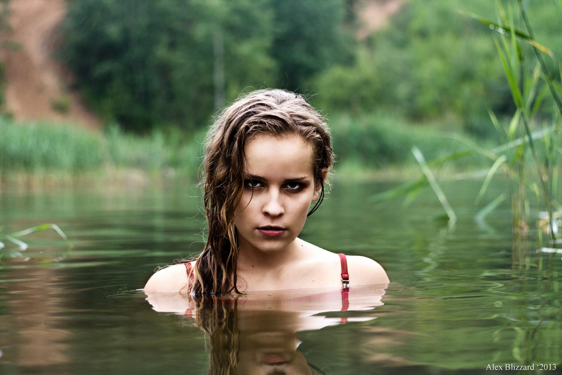 этого фото девки в озере купались голыми директриса вызвала