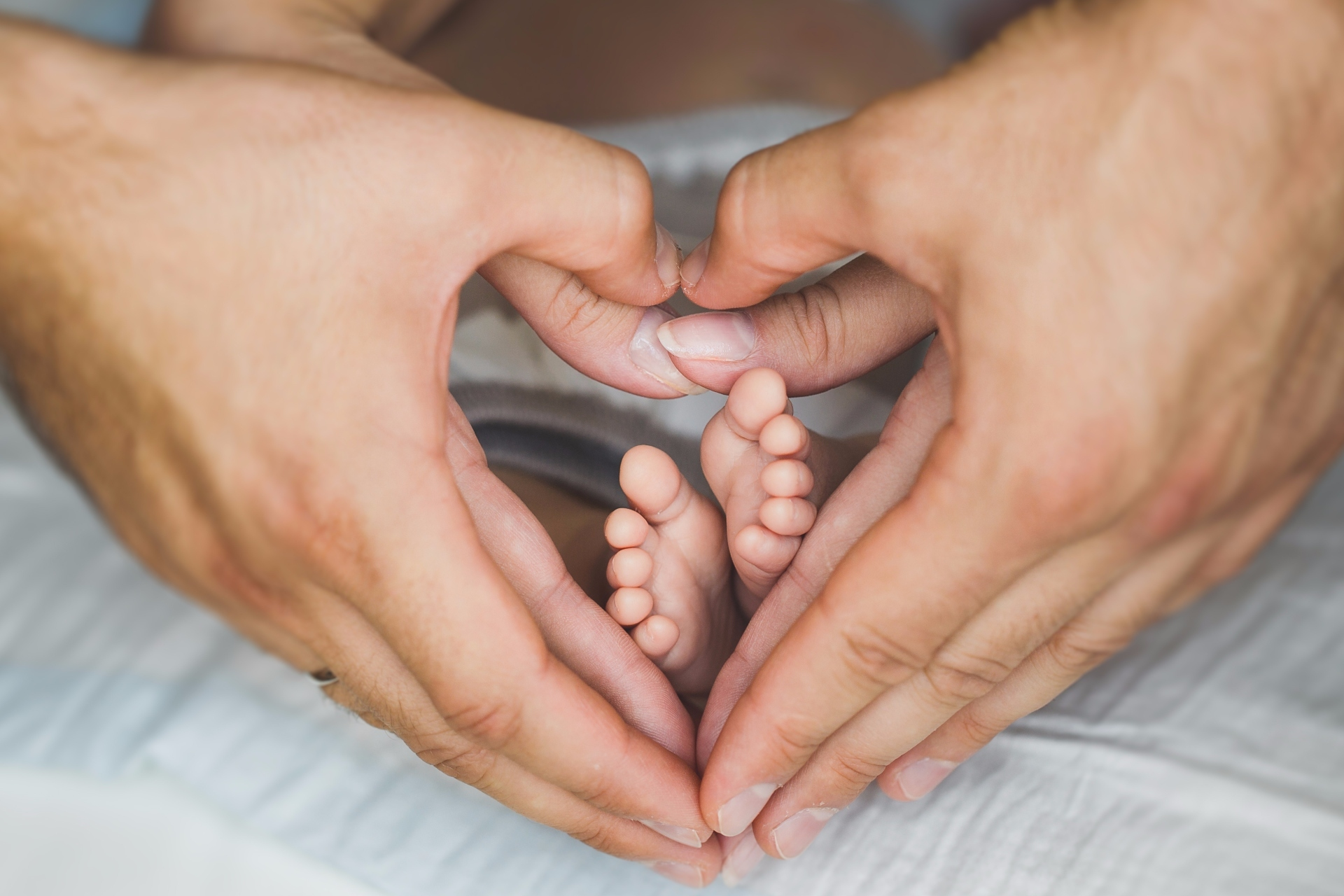 Как сделать фото рук родителей и ребенка