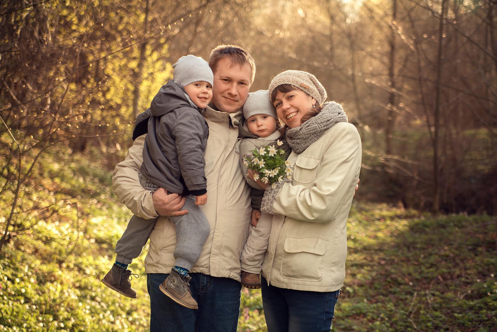 распространенными фото семьи на природе весной яичную