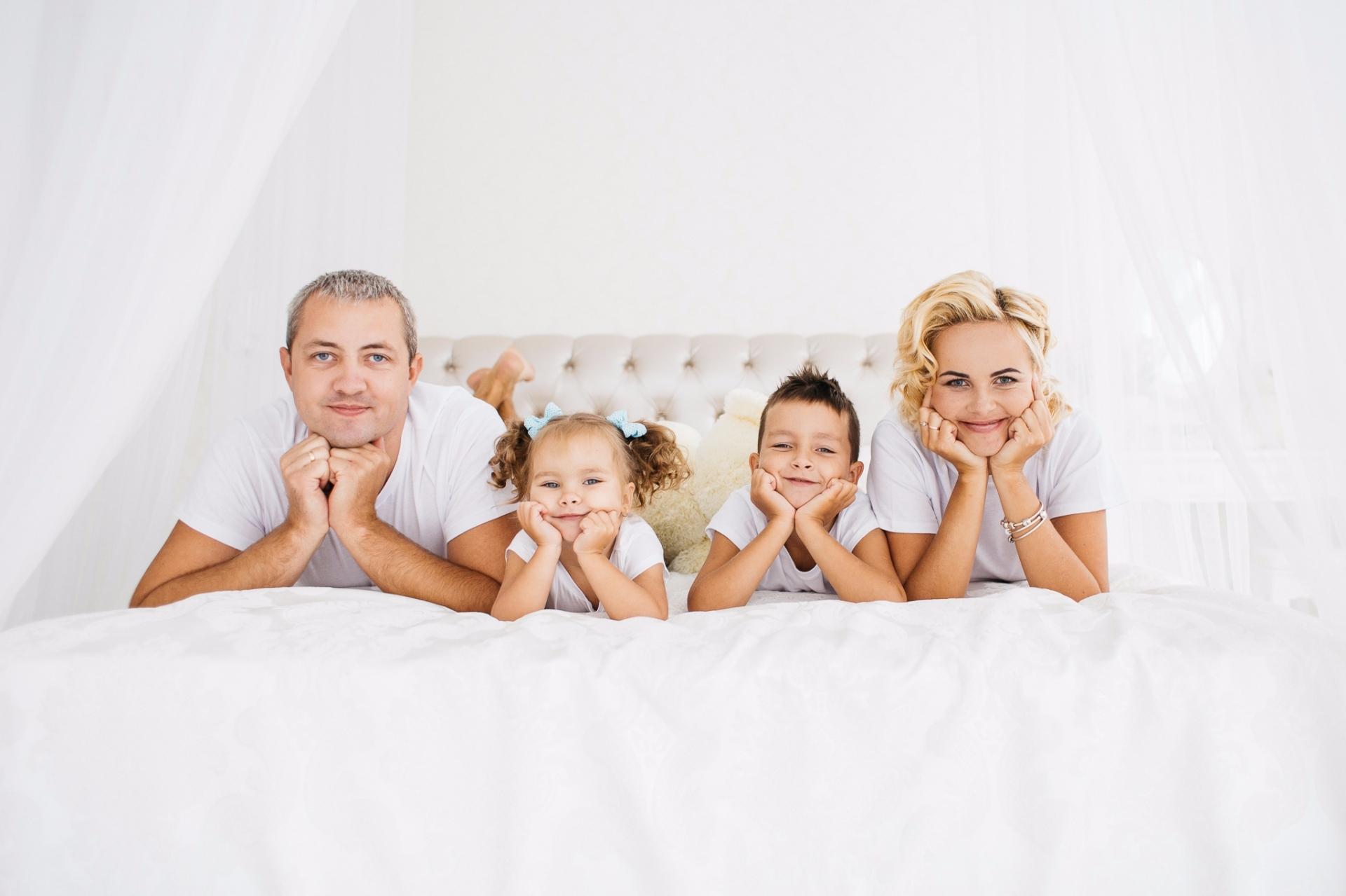 наклейки малыш идеи для фотосессии семьи с двумя детьми жаманы