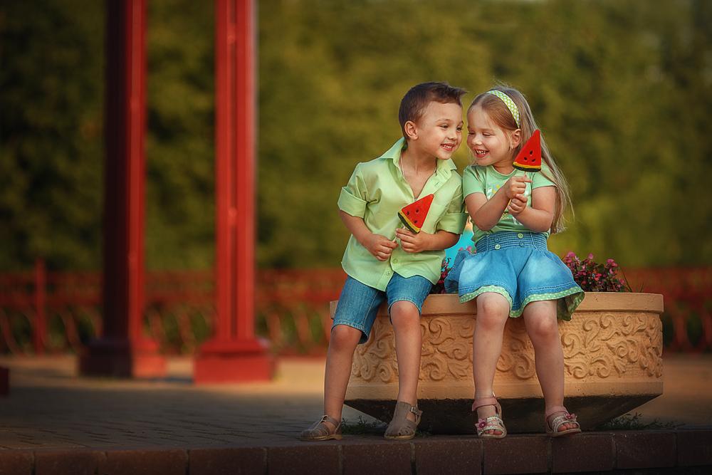 Дети картинки пары